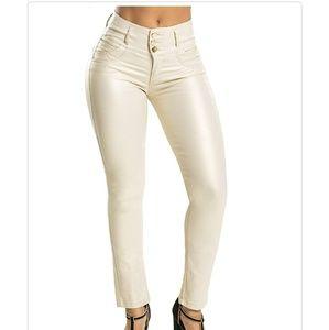 a463f2972311d8 Curvify Pants - NWT-Womens Curvify White Faux Leather Pants Sz 6